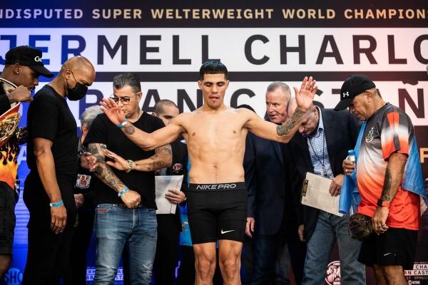 Vážení Charlo vs. Castano / zdroj foto: BoxingJunkie