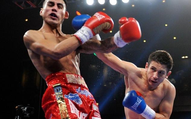 Herrera atakuje Benavideze / zdroj foto: Top Rank