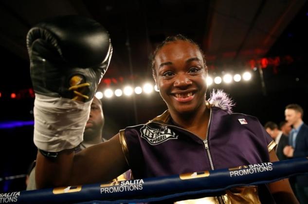 Shieldsová vs Szabadosová / zdroj foto: Boxingscene.com