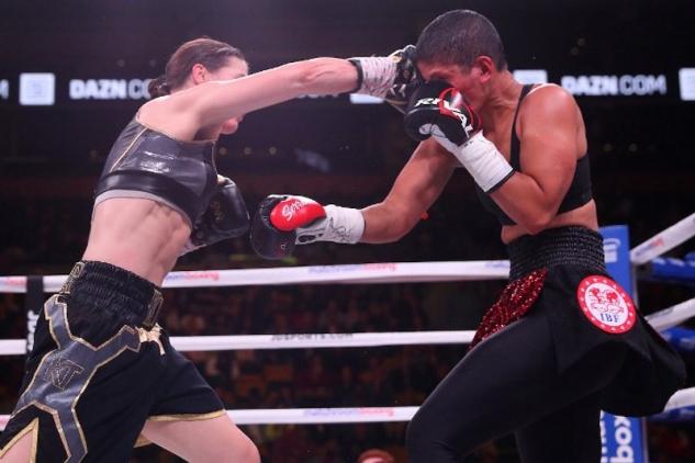 Taylorová vs. Serranová / zdroj foto: Boxingscene.com