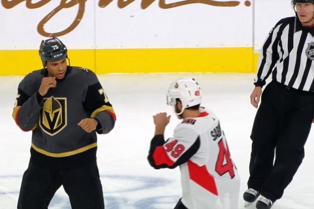 Reaves vs. Sabourin / zdroj foto: NHL.com