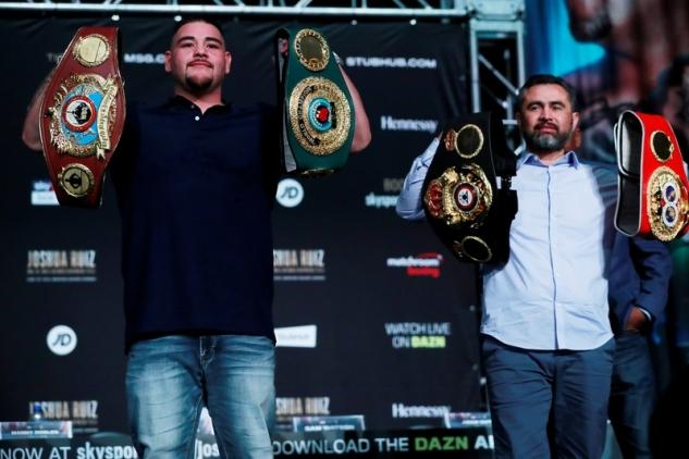Robles a Ruiz s pásy na tiskovce / zdroj foto: Boxingscene.com