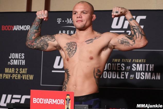Anthony Smith na vážení / zdroj foto: MMAjunkie.com
