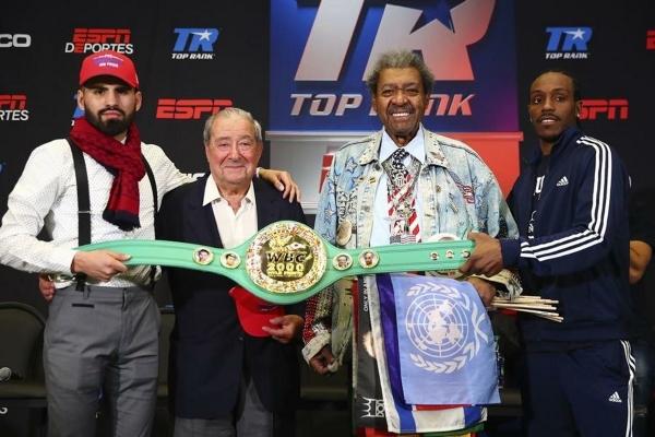 Don King a Bob Arum se svými boxery Ramirezem a Imamem v roce 2018