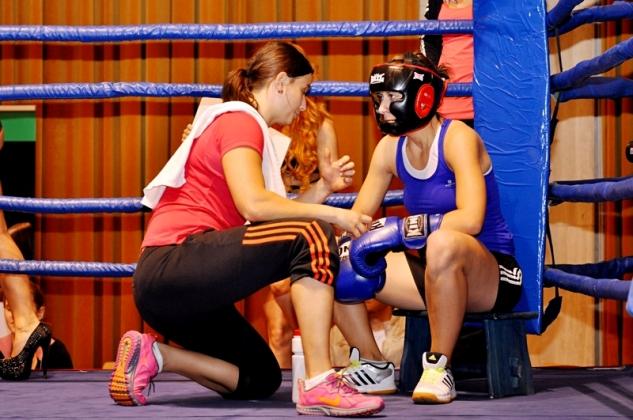 Nikola Strachová vs. Martina Hlavicová / zdroj: MEB, Ilona Málková