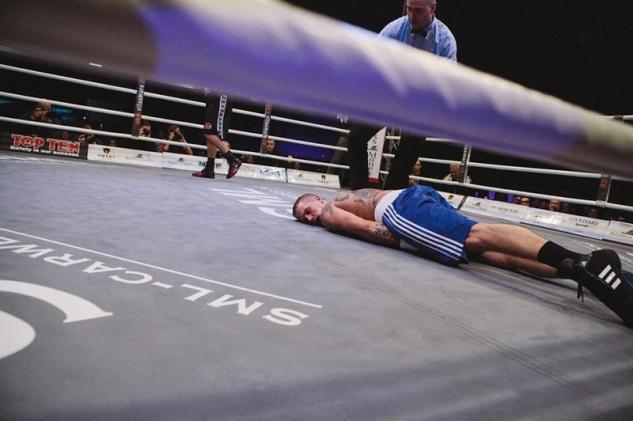 Knockoutovaný Zsolt Dudas / zdroj foto: SES Boxing