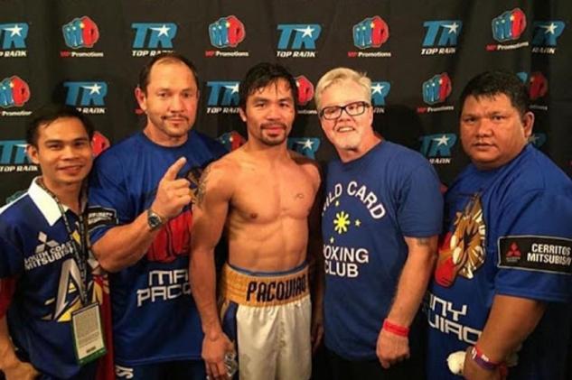 Manny Pacquiao se svým týmem
