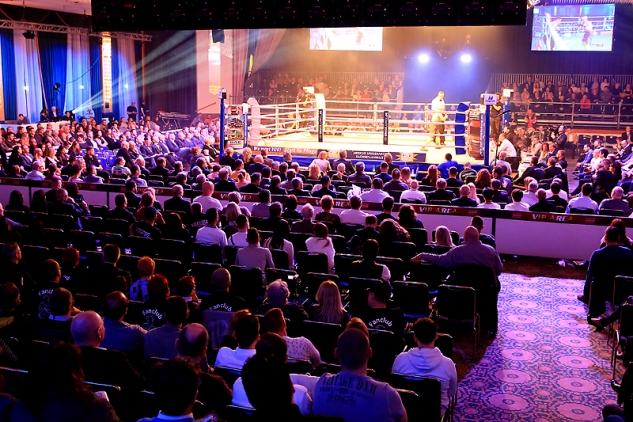 Fanoušci v sálu hotelu Maritim / zdroj foto: SES Boxing