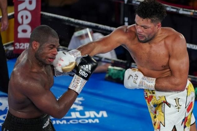 Joyce vs. Dubois / zdroj foto: Boxingscene.com
