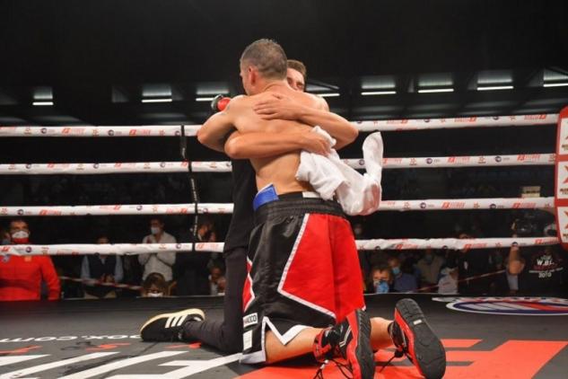 Martinez slaví vítězství při svém comebacku