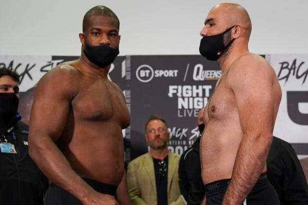Dubois vs. Dinu na váze