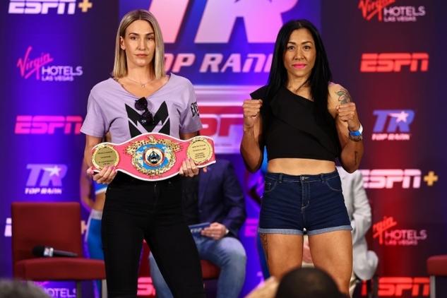 Mayerová vs. Fariasová